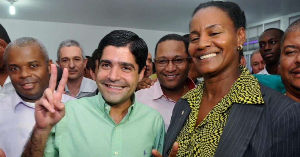 14.jun.2012 - Pré-candidato do DEM à Prefeitura de Salvador, ACM Neto, anunciou nesta quinta-feira (14) a ativista negra Célia Sacramento (PV) como companheira de chapa para a eleição de outubro