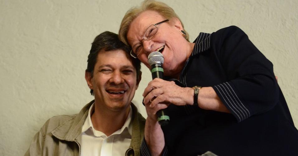 15.jun.2012 - Fernando Haddad e Luiza Erundina participam do lançamento da aliança entre o PT e o PSB para a disputa da Prefeitura de São Paulo. A entrada do PP, de Paulo Maluf, na coligação acabou constrangendo Haddad e Erundina