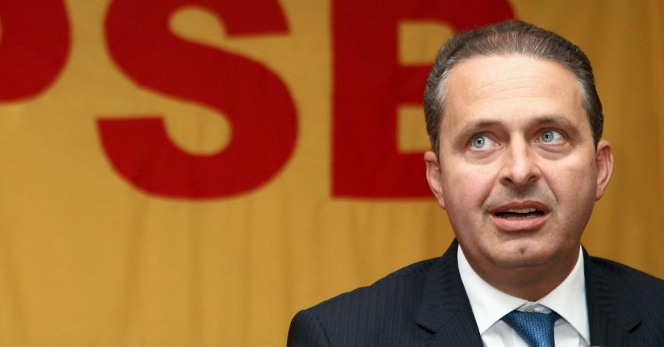 19.jun.2012 - O presidente nacional do PSB, o governador de Pernambuco Eduardo Campos, anuncia a saída de Luíza Erundina (PSB) da vice na chapa de Fernando Haddad (PT)