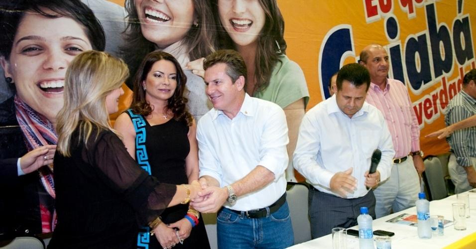 19.jun.2012 -  Mauro Mendes (centro) lança oficialmente sua pré-canditadura à Prefeitura de Cuiabá pelo PSB