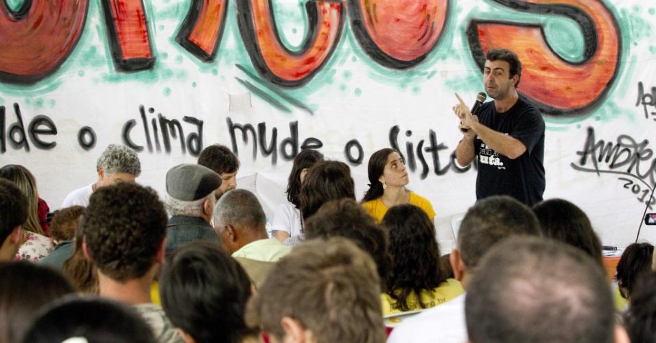 21.jun.2012 - O pré-candidato do PSOL, Marcelo Freixo, discursa durante o penúltimo dia da Cúpula dos Povos, evento paralelo da Rio+20, que acontece no Aterro do Flamengo