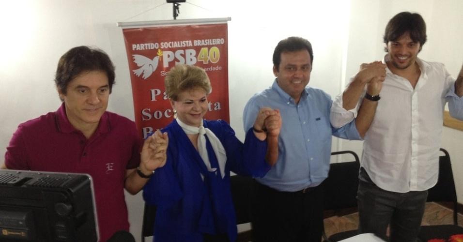 22.jun.2012 - A ex-governadora Wilma de Faria (PSB), participa de reunião com o pré-candidato do PDT à Prefeitura de Natal, Carlos Eduardo (de azul). Ela deve ser anunciada em breve como vice da chapa do pedetista