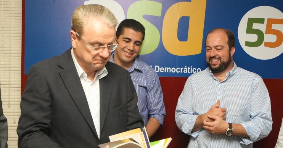 23.jun.2012 - Prefeito Márcio Lacerda e seu vice na chapa que concorre às eleições à Prefeitura de Belo Horizonte participaram da convenção do PSD, do deputado Alexandre Silveira