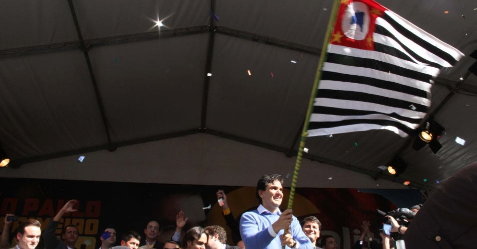 24.jun.2012 - Gabriel Chalita foi homologado como candidato do PMDB à Prefeitura de São Paulo, em convenção realizada na Praça da Sé, em São Paulo. Chalita lançou um jingle em que ataca José Serra, postulante tucano que também foi homologado neste domingo