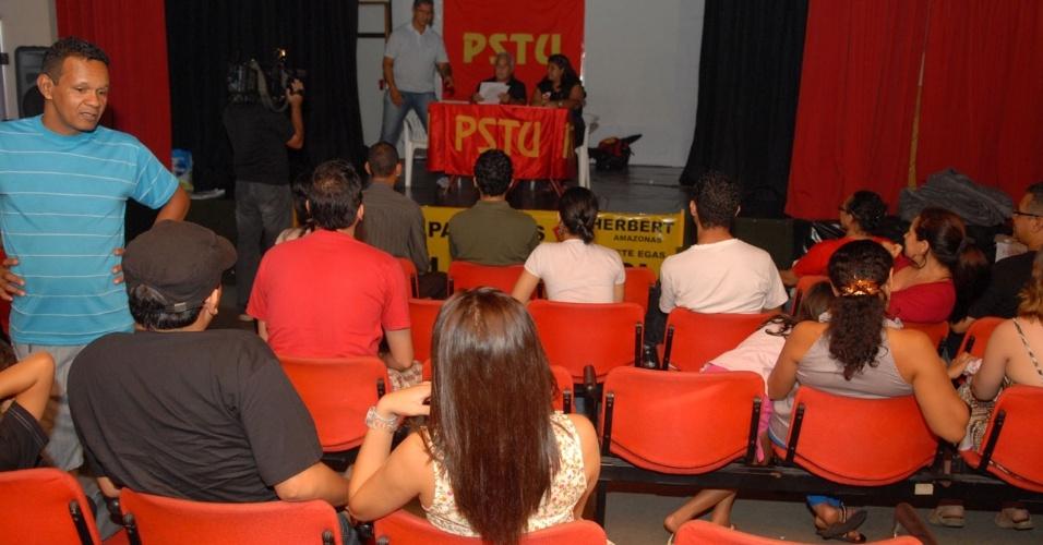 24.jun.2012 - O funcionário público Herbert Amazonas (PSTU) foi homologado pelo partido, em convenção realizada em Manaus