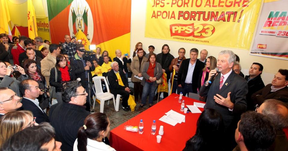 25.jun.2012 - José Fortunati participa da convenção do PPS, partido que anunciou apoio à sua candidatura à reeleição para a Prefeitura de Porto Alegre