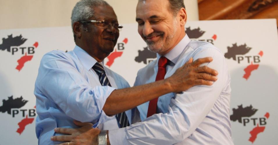 26.jun.2012 - Edvaldo Brito, do PTB, compareceu ao anúncio de apoio de seu partido à candidatura de Nelson Pelegrino (PT) à Prefeitura de Salvador
