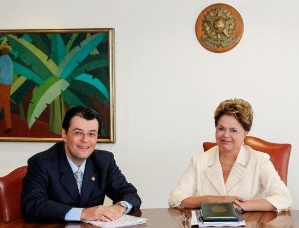 27.jun.2012 - Após reunião com Dilma Rousseff, o senador Eduardo Braga, líder da bancada, desistiu de se candidatar à prefeito de Manaus. Com a sua desistência, potencializam-se as chances de êxito do tucano Arthur Virgílio