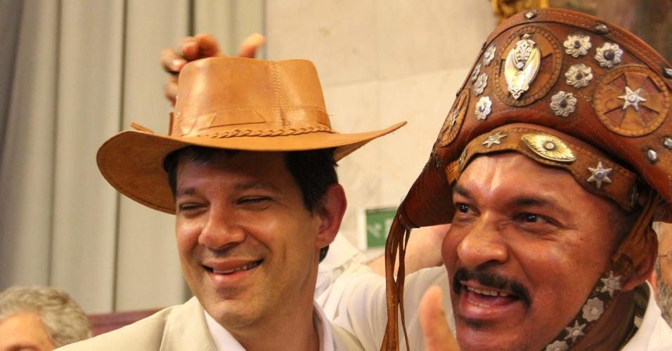 http://eleicoes.uol.com.br/2012/noticias/2012/06/30/representante-do-partido-de-maluf-e-vaiado-em-convencao-do-pt-em-sao-paulo.htm