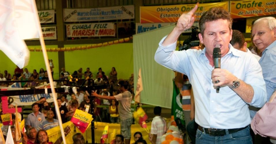 30.jun.2012 - Pré-candidato do PSB à Prefeitura de Cuiabá, Mauro Mendes, discursa durante convenção do partido, realizada no último sábado (30)