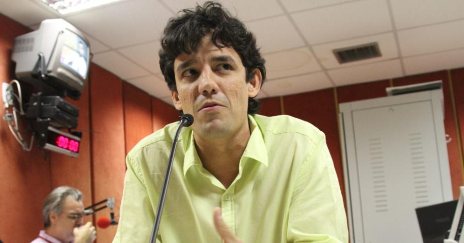 3.jul.2012 - O deputado estadual e candidato a prefeito do Recife pelo PSDB, Daniel Coelho, concede entrevista à rádio CBN nesta terça-feira (3).