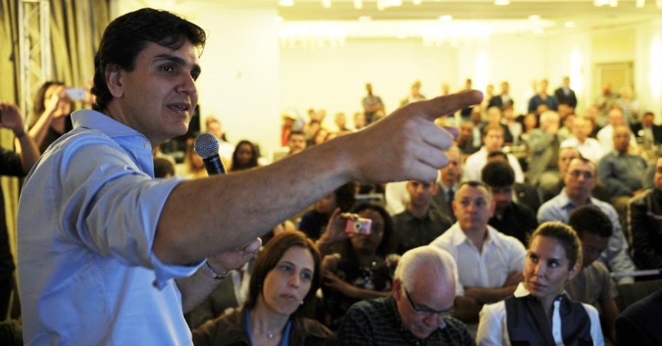 03.07.2012 - O deputado federal Gabriel Chalita, pré-candidato do PMDB à Prefeitura de São Paulo, discursa na apresentação das diretrizes de seu programa de governo aos candidatos a vereador da coligação São Paulo em Primeiro Lugar, que reúne PMDB, PSC, PTC e PSL