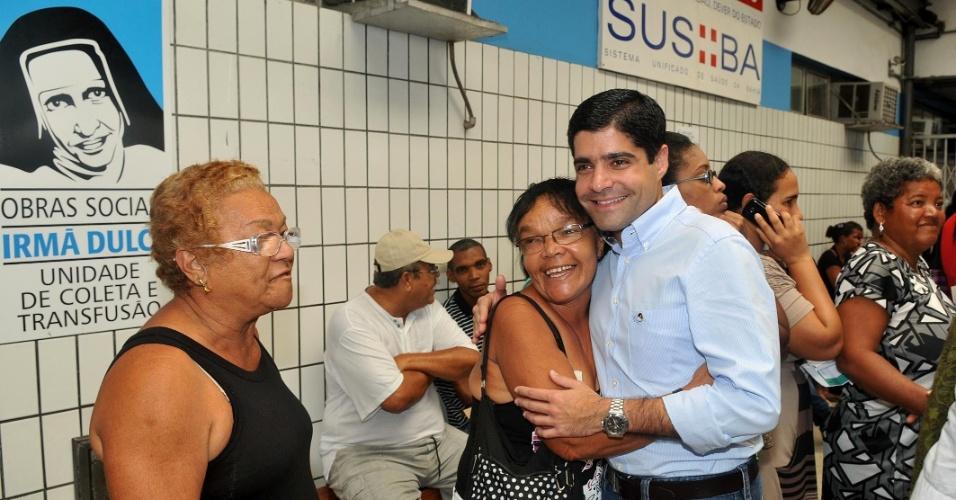 6.jul.2012 - ACM Neto, candidato do DEM à Prefeitura de Salvador, visita as instalações da entidade Obras Sociais de Irmã Dulce, no Largo de Roma
