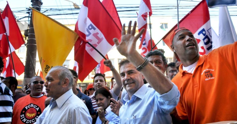 6.jul.2012 - Candidato do PDT à Prefeitura de São Paulo, Paulinho da Força, realiza caminhada no bairro do Brás, zona leste da capital