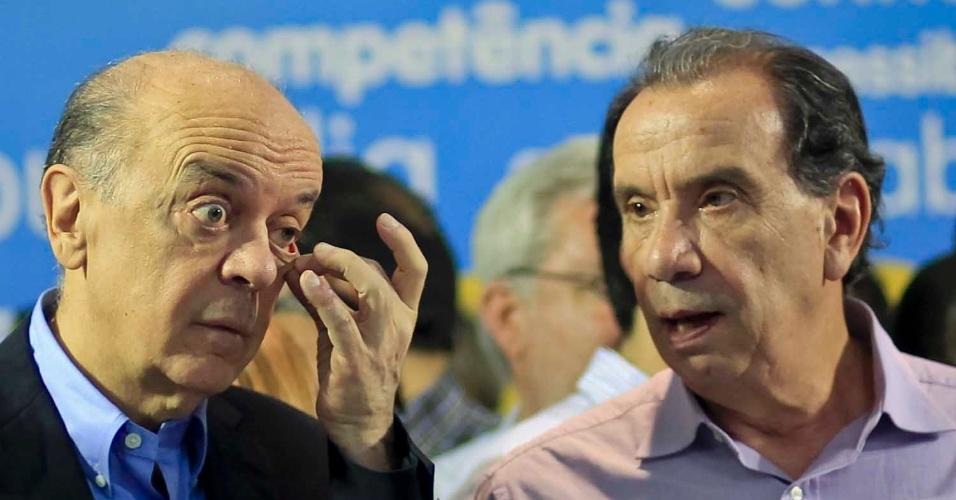 6.jul.2012 - Candidato do PSDB à Prefeitura de São Paulo, José Serra, participa de ato de lançamento de campanha no edifício Joelma, no centro da cidade