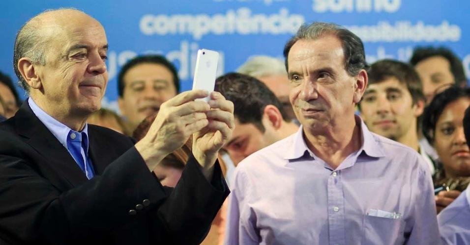 6.jul.2012 - Candidato tucano à Prefeitura de São Paulo, José Serra, participa de ato de lançamento de sua campanha no edifício Joelma, no centro da cidade