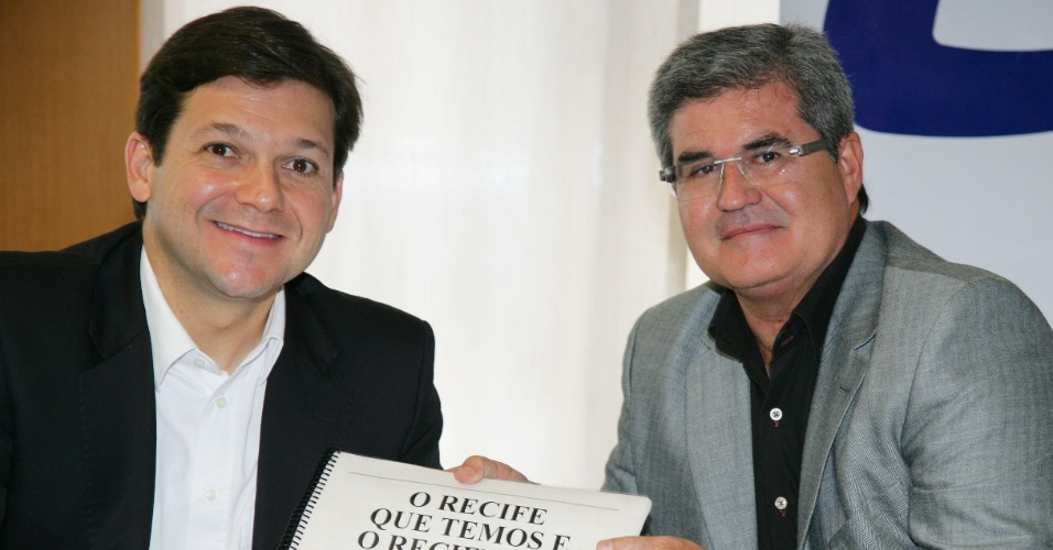 6.jul.2012 - Geraldo Julio, candidato do PSB à Prefeitura do Recife, inicia sua campanha fazendo uma visita à Câmara de Dirigentes Lojistas