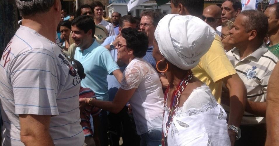 7.jul.2012 - Candidato do DEM à Prefeitura de Salvador, ACM Neto, começou sua campanha de rua neste sábado (7) com caminhada pelos bairros pelo Subúrbio Ferroviário e Cajazeiras