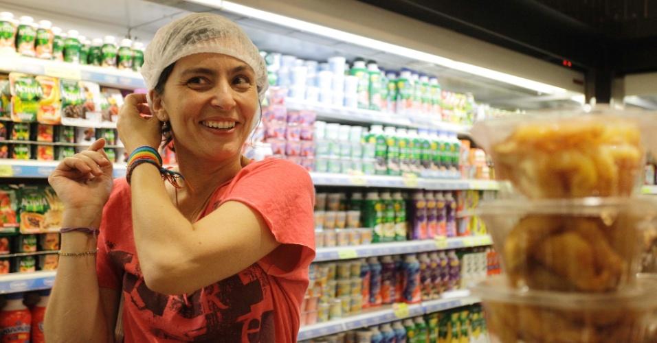7.jul.2012 - Soninha Francine, candidata do PPS à Prefeitura de São Paulo, visita uma padaria na região da avenida Paulista no começo da tarde deste sábado (7)
