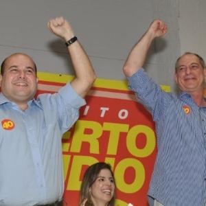 7.jul.2012 - Roberto Cláudio, candidato à Prefeitura de Fortaleza pelo PSB, recebe o apoio de Ciro Gomes, ex-governador do Ceará, no lançamento da sua campanha, realizado em um hotel da capital cearense