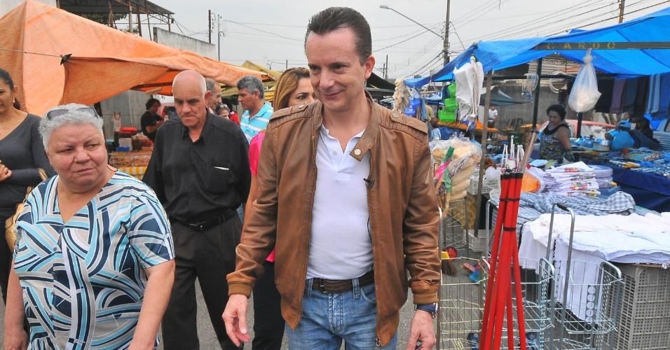 7.jul.2012 - Celso Russomanno, candidato pelo PRB à Prefeitura de São Paulo, caminha por feira livre no bairro Vila Friburgo, zona sul da cidade