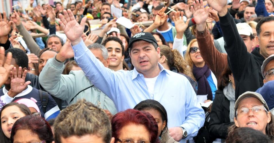 8.jul.2012 - Candidato do PSDB à Prefeitura de Cuiabá, Guilherme Maluf, participou na manhã deste domingo (8) da caminhada que deu início ao evento católico Bote Fé Cuiabá