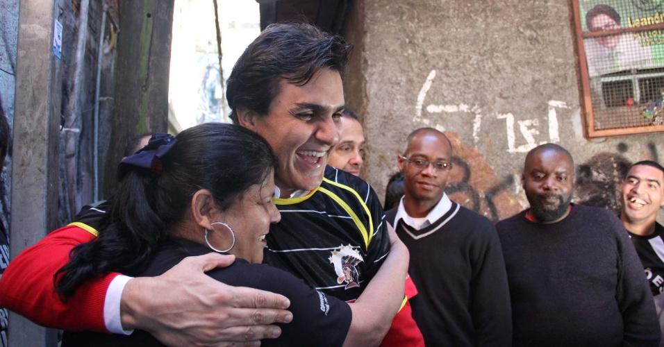 9.jul.2012 - Candidato do PMDB à Prefeitura de São Paulo, Gabriel Chalita, fez caminhada nesta segunda-feira (9) pelo bairro da Brasilândia, zona norte da capita