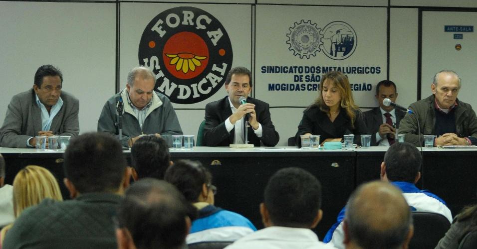10.jul.2012 - Candidato do PDT à Prefeitura de São Paulo, Paulinho da Força, se reúne com integrantes do sindicato dos metalúrgicos da capital paulista
