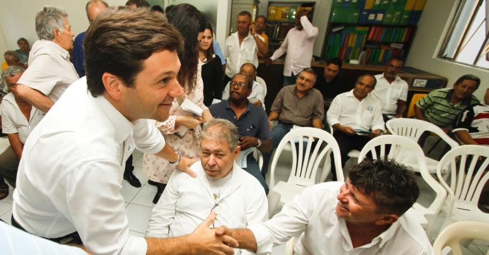 10.jul.2012 - Geraldo Júlio, candidato do PSB à Prefeitura do Recife, se reuniu com integrantes do Sindicato dos Taxistas de Pernambuco na tarde desta terça-feira (10)