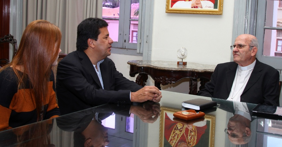 10.jul.2012 - Mendonça Filho, candidato do DEM à Prefeitura do Recife, se reúne com o Cardeal de Olinda e Recife, dom Fernando Saburido