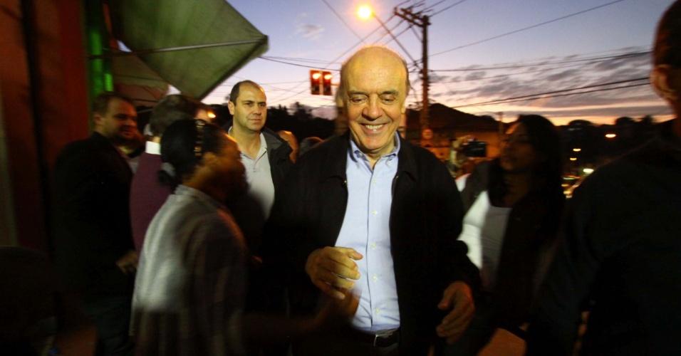 10.jul.2012 - O candidato do PSDB à Prefeitura de São Paulo, José Serra, fez uma caminhada no bairro do Jaraguá, na zona oeste da cidade, nesta terça-feira