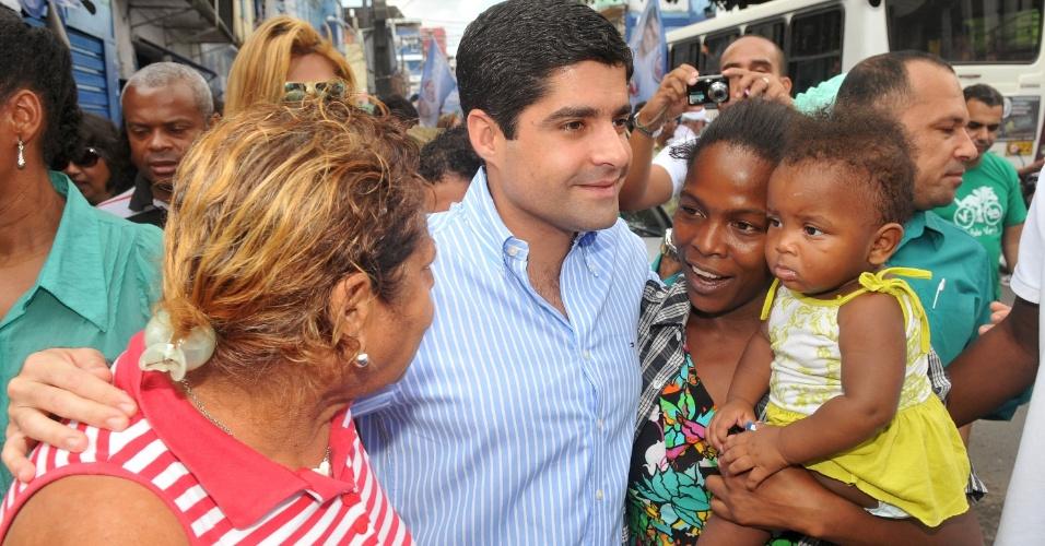 12.jul.2012 - O candidato a prefeito ACM Neto (DEM) fez uma caminhada na Fazenda Grande do Retiro, conversou com populares e comerciantes da região