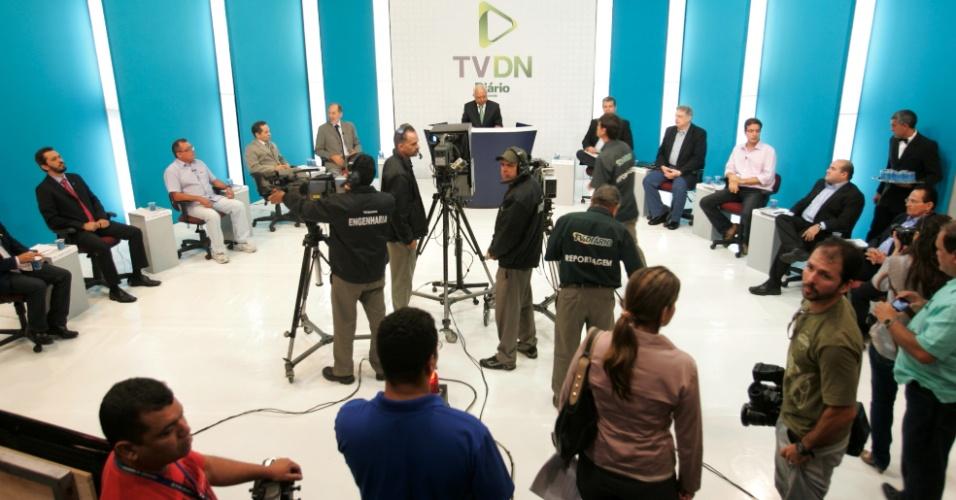 12.jul.2012 - Os candidatos à Prefeitura de Fortaleza compareceram ao primeiro debate realizado na cidade. A conversa dos prefeituráveis foi online, com participação dos internautas