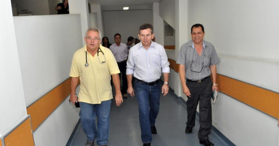 14.jul.2012 - Mauro Mendes, candidato do PSB à Prefeitura de Cuiabá, visita o Hospital Santa Helena na manhã deste sábado, e elogiou a administração do hospítal