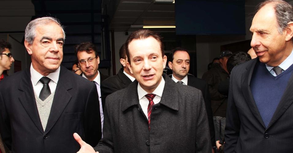 16.jul.2012 - 16.jul.2012 - O candidato do PRB à Prefeitura de São Paulo, Celso Russomanno, após debate promovido pela Associação Paulista de Empresários de Obras Públicas