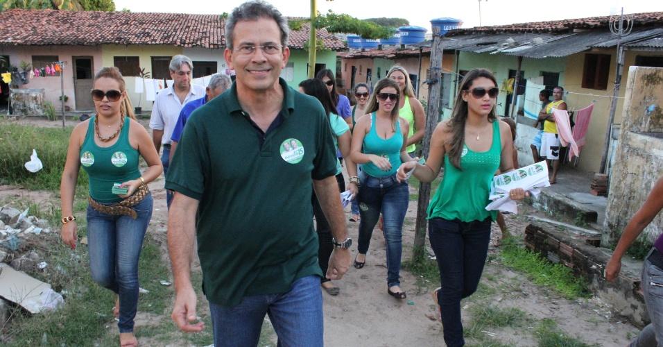 16.jul.2012 - O candidato do PMDB à Prefeitura de Natal, Hermano Morais, iniciou nesta segunda-feira (16) suas caminhadas pela cidade. Para este início de campanha, o candidato escolheu o bairro de Igapó, na zona norte da capital
