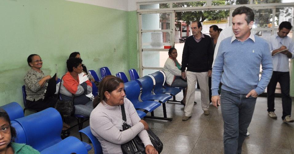 17.jul.2012 - Mauro Mendes, candidato do PSB à Prefeitura de Cuiabá, visita o Hospital Universitário Geral na manhã desta terça-feira e prometeu a construção de um novo pronto-socorro na cidade