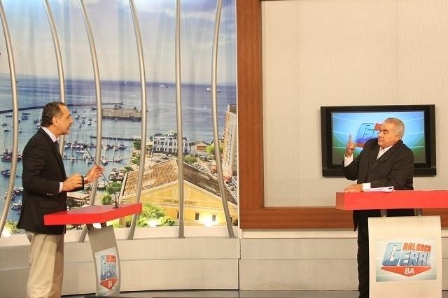 17.jul.2012 - O candidato do PT à Prefeitura de Salvador, Nelson Pelegrino, participou nesta terça-feira (17) de um programa de entrevista na Rede Record, onde falou da importância dos investimentos em saúde