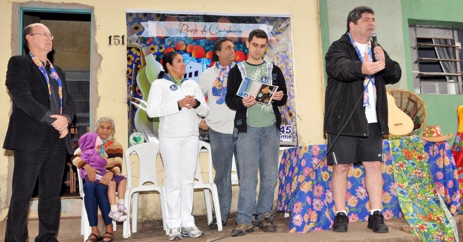 17.jul.2012 - Guilherme Maluf, candidato do PSDB à Prefeitura de Cuiabá, fez campanha no calçadão da Igreja Nossa Senhora do Rosário e São Benedito