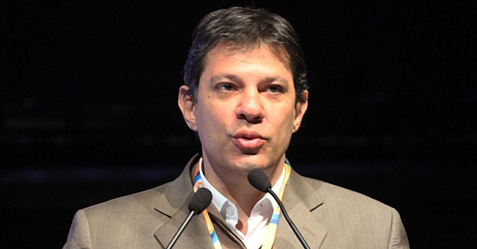 """19.jul.2012 - Fernando Haddad, candidato do PT à Prefeitura de São Paulo, participa do painel """"Experiências Internacionais em Educação"""", no Anhembi"""