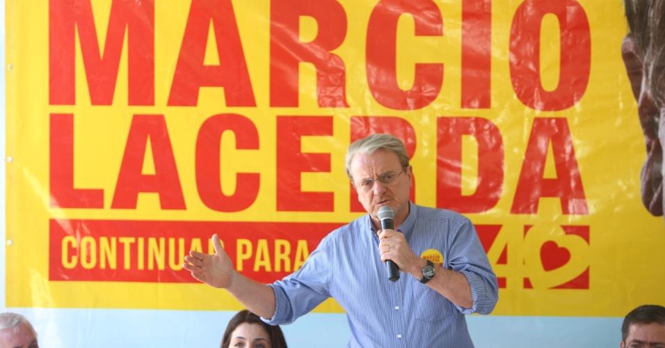 20.jul.2012 - O candidato à reeleição pelo PSB em Belo Horizonte, Márcio Lacerda, apresenta seu programa de governo a integrantes do seu partido na capital mineira