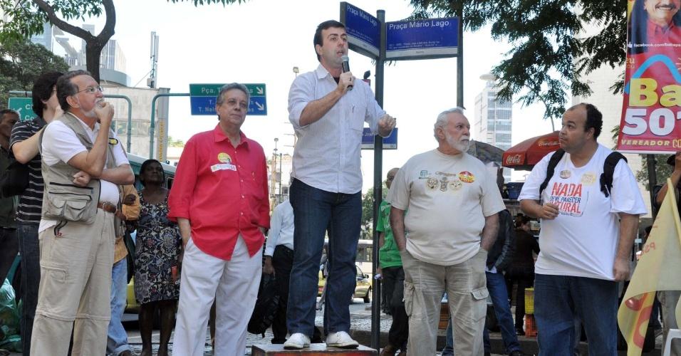 20.jul.2012 - O candidato do PSOL à Prefeitura do Rio de Janeiro, Marcelo Freixo, discursa para eleitores na Praça Mário Lago, centro da capital fluminense