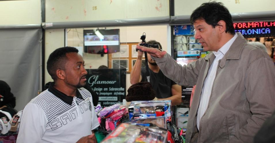 21.jul.2012 - O candidato do PT a prefeito de São Paulo, Fernando Haddad, faz campanha na zona sul da capital paulista. Pesquisa Datafolha mostra o petista com 7% das intenções de voto