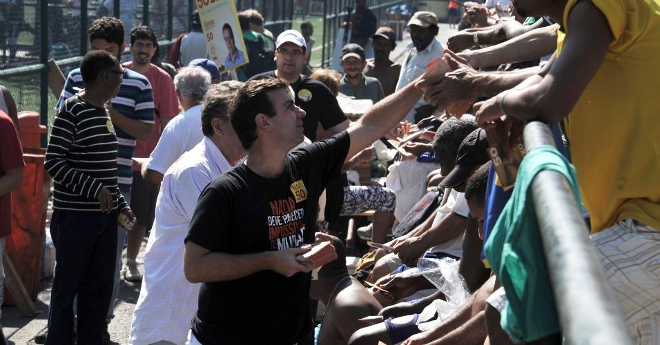 22.jul.2012 - Marcelo Freixo, candidato do PSOL à Prefeitura do Rio de Janeiro, faz caminhada pelo Aterro do Flamengo, na zona sul da capital fluminense