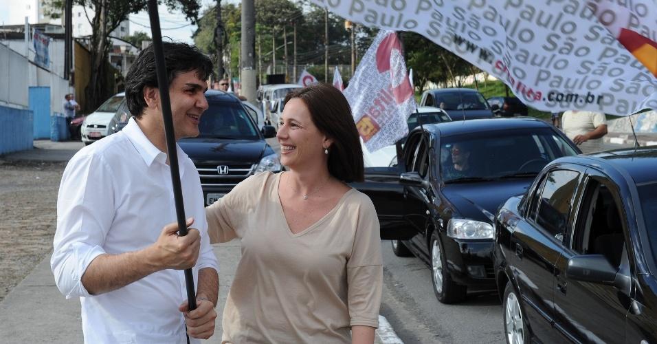 22.jul.2012 - O candidato pelo PMDB à Prefeitura de São Paulo, Gabriel Chalita, participa de carreata pela zona norte da capital paulista ao lado da sua vice, Marianne Pinotti