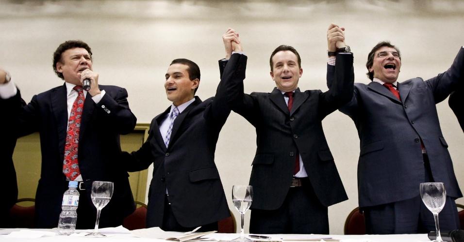 """23.jul.2012 - O candidato do PRB à Prefeitura de São Paulo, Celso Russomanno, anunciou na noite desta segunda-feira (23), os integrantes do conselho político da sua campanha. Da esquerda para a direita: Campos Machado, presidente estadual do PTB,é o presidente do conselho político, Marcos Pereira, que é o coordenador geral da campanha, Celso Russomanno, o candidato da coligação """"Por uma nova São Paulo"""", e Luiz Flávio D'Urso, candidato a vice na chapa."""