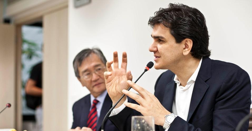 24.jul.2012 - Gabriel Chalita, candidato pelo PMDB à Prefeitura de São Paulo, participa de debate sobre o desenvolvimento da cidade com empresários no Sindicato da Indústria da Construção Civil de São Paulo, no centro da capital paulista