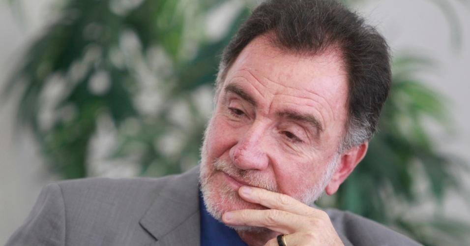 24.jul.2012 - O candidato do PT à Prefeitura de Belo Horizonte, Patrus Ananias, se reúne com advogados na sede da OAB da capital mineira