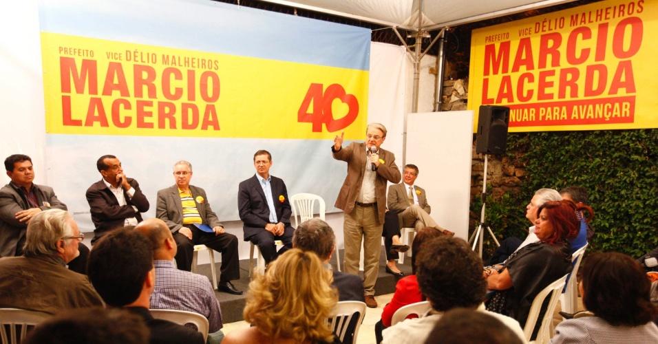 24.jul.2012 - O candidato à Prefeitura de Belo Horizonte pelo PSB, Marcio Lacerda, discursou na noite desta terça-feira (24) para dirigentes de coorperativas de vários setores no comitê central de sua campanha, na região central da capital mineira