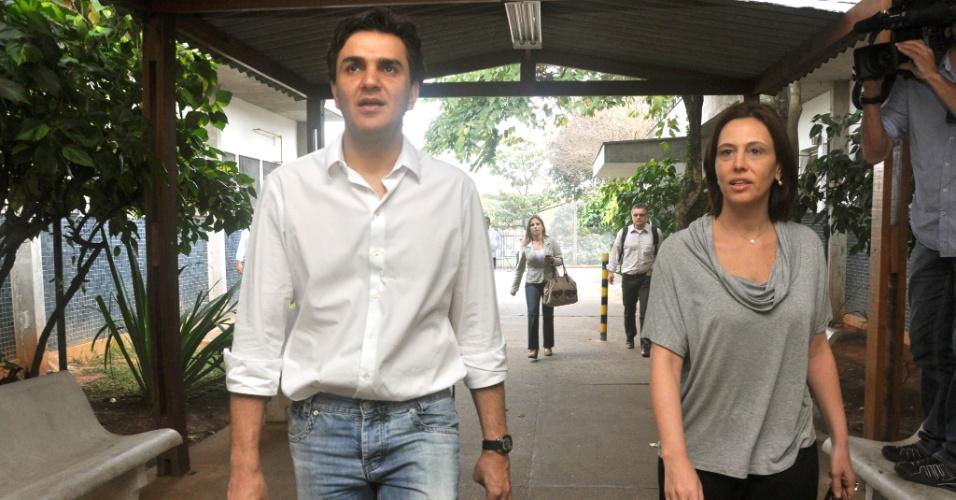 25.jul.2012 - O candidato do PMDB à Prefeitura de São Paulo, Gabriel Chalita, visita o hospital Dr. Benedito Monte Negro, na zona leste da capital, acompanhado de sua vice, a médica Marianne Pinotti